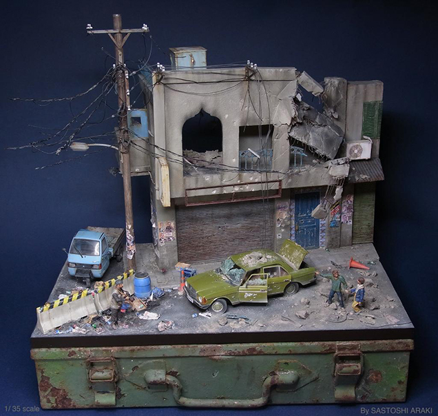 This guy created a miniature world. And it's Awesome!