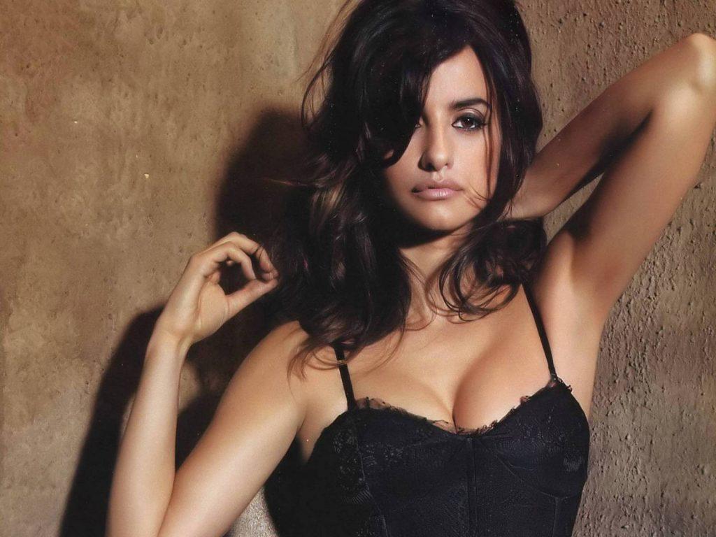 Penelope-Cruz-Hot-Look-wallpapers-sexy-pics-latest-photos