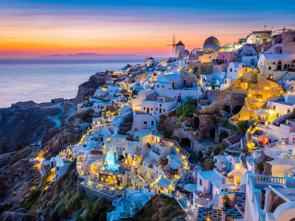 oia-santorini-greece-cr-alamy