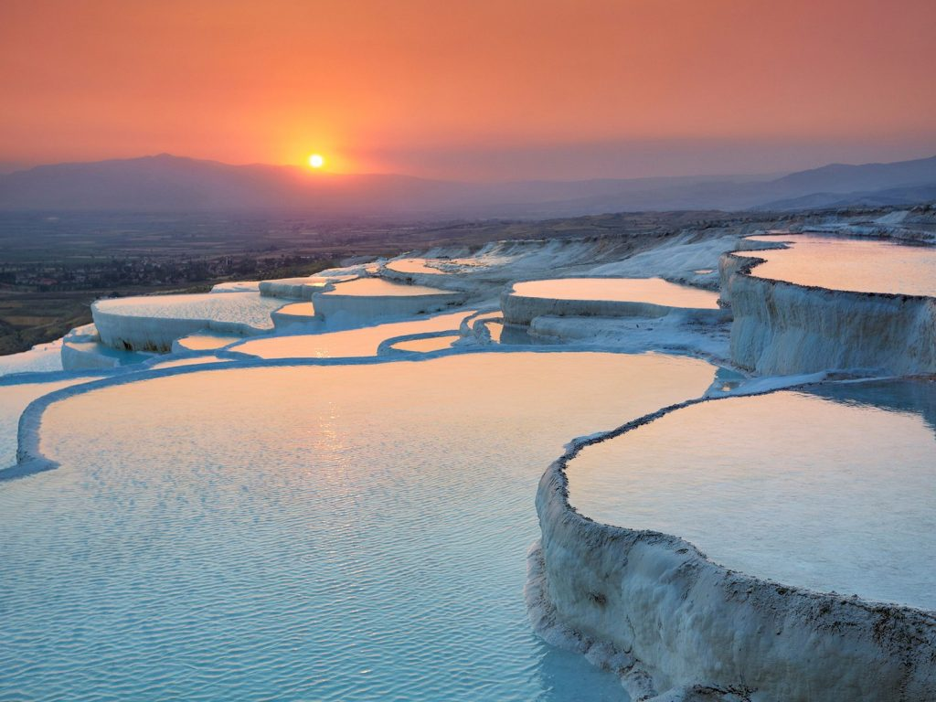 pamukkale-hot-springs-turkey-cr-alamy